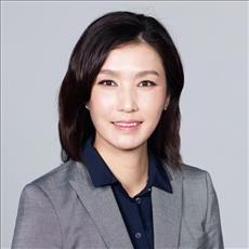hyeseon-june-hong_7e2ea7834a2140199e87087e2ee8365a-headshot